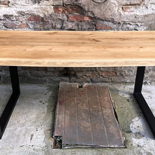 stolik do wnętrza w stylu rustykalnym