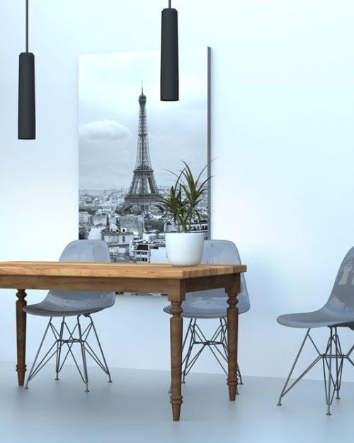 Stół wykonany z drewna w stylu norweskim