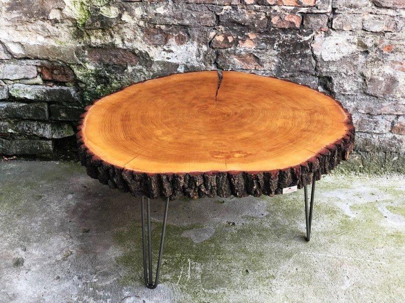 Stolik kawowy w naturalnym kształcie drewna na zamówienie
