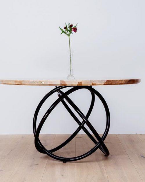 Okrągły stół do mieszkania