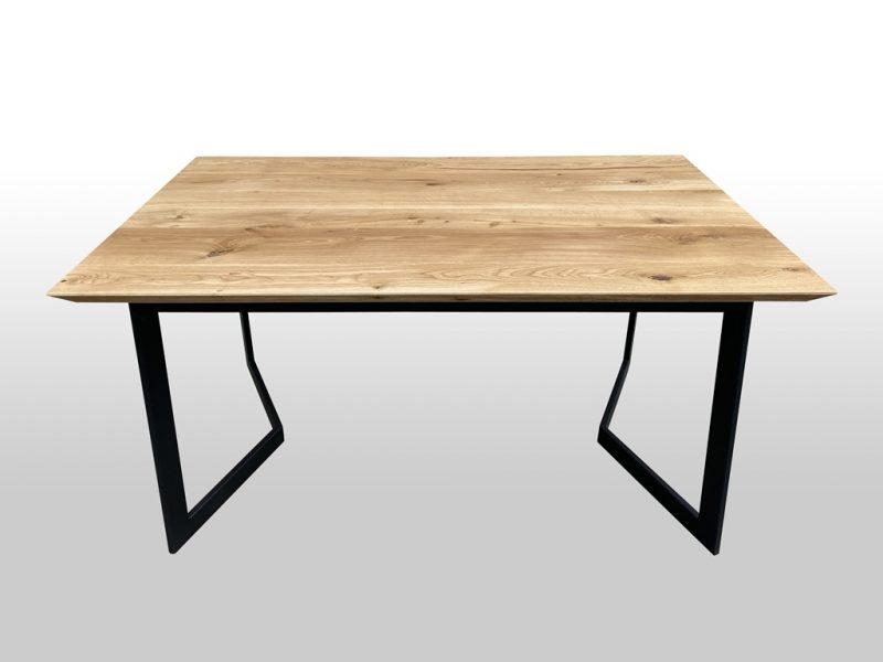 Stół do mieszkania z drewna