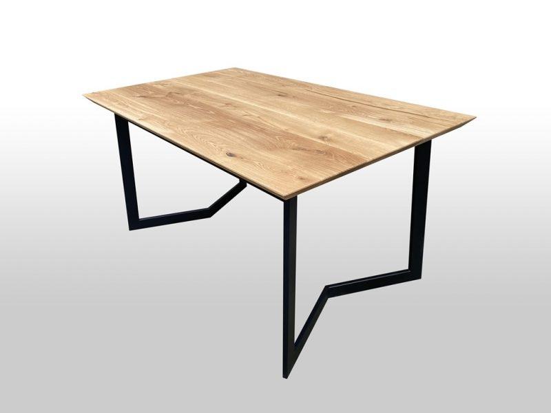 Drewniany stół z metalowymi nogami na zamówienie