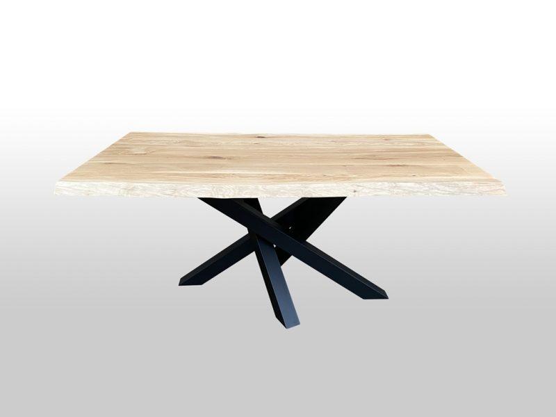 Stół do mieszkania z metalowymi nogami