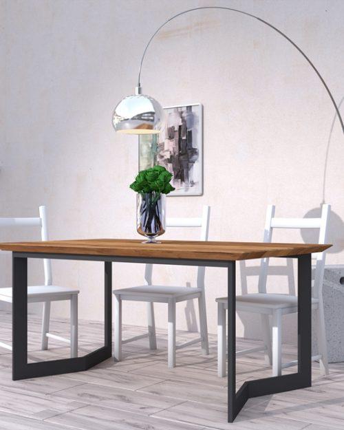 Stolik drewniany z metalowymi nogami o charakterze industrialnym