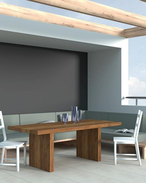 Drewniany stół do ogrodu